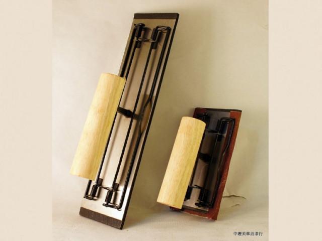 手持式夾砂紙器